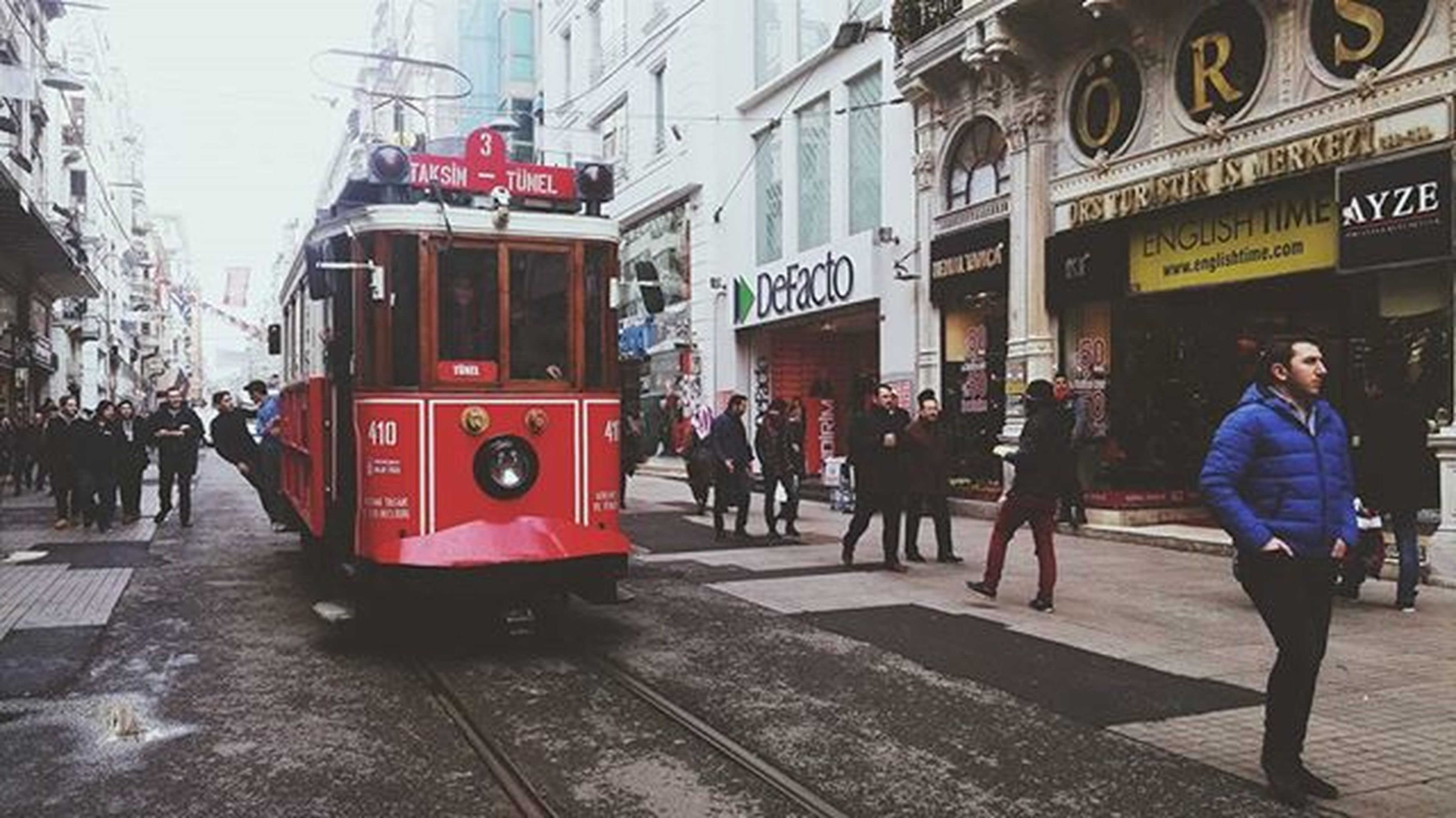 """""""İstanbul'dan daha muhteşem bir manzara yeryüzünde yoktur."""" Ladydorinaneave"""