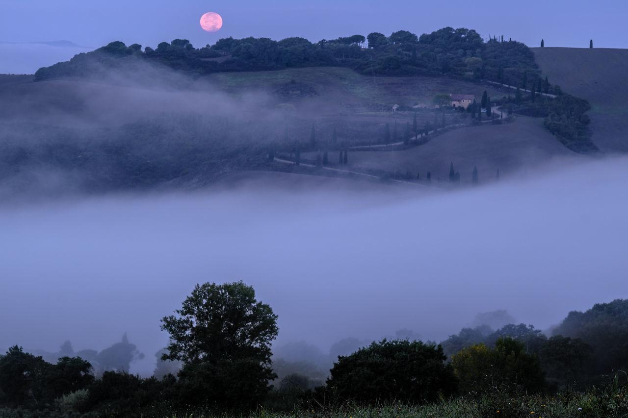 Colour Dawn Of A New Day Foggy Morning Horizontal Italy La Foce Landscape Nature No People Outdoors Siena Tuscany Tuscany Tuscany Countryside Tuscany Landscape Moon Moonset