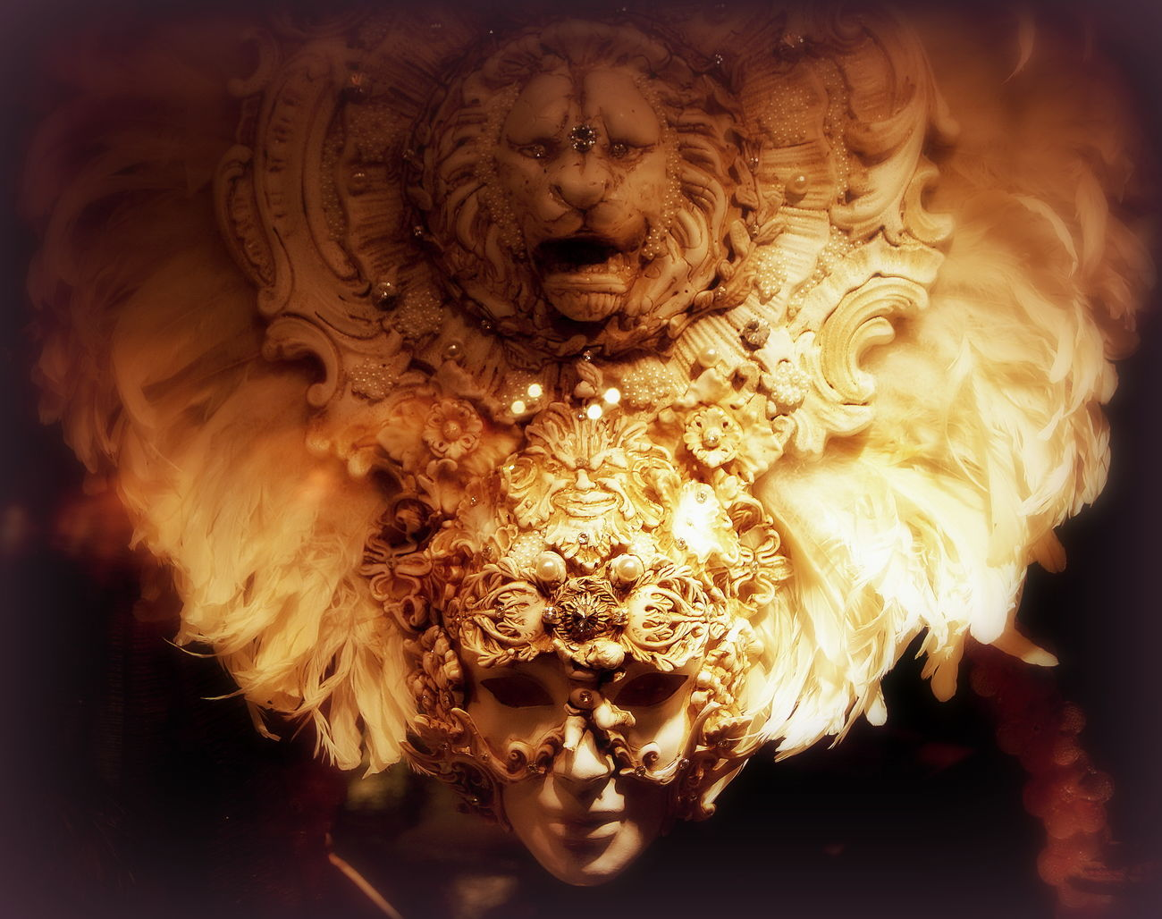 We all wear masks.... Some are more beautiful than others. Carnaval Carnaval Venitien Carnevale Carnevale Di Venezia Close-up Day Italia Italy Italy❤️ Masque Masquerade Mask No People Serenissima Venezia Venezia #venice Venezia Italia Venezia Venice Venice Venice, Italy Venise Venise Italie Venise Venezia Venice