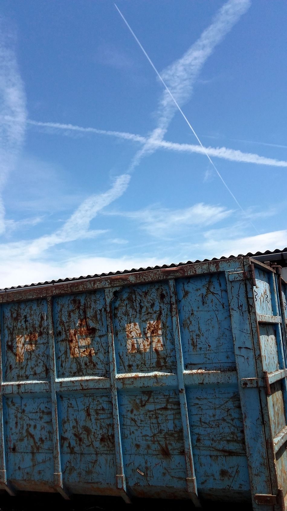 Chemtrails above the container Blue Check This Out Chemtrails Chemtrails Everywhere Chemtrails In Hungary Cloud Cloud - Sky Container Contrail Contrails Contrails Or Chemtrails Metal Things No People Scrap Metal Sky Storage