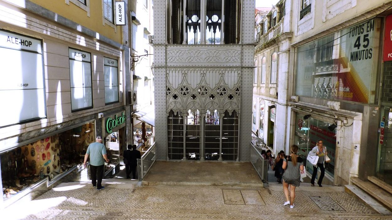 This is the Elevator santa justa in Lisbon, and the street Life near to shops Architecture Building Exterior Built Structure City Life Day Elevador De Santa Justa Fresh On Eyeem  Full Length Historic History Large Group Of People Lisbon Lisbon - Portugal Men Person Standing Walking Well-dressed TakeoverContrast Adapted To The City