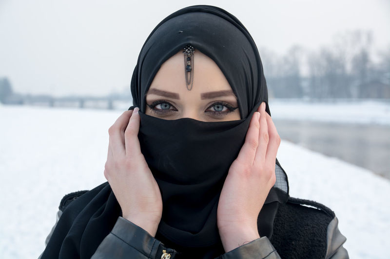Beautiful muslim woman Pray Woman Hijab Hijabbeauty Hijabfashion Hijabstyle  Muslim One Person Praying Moments Real People Sufi Sufi Girl Sufism Sufisoul Young Adult Young Women