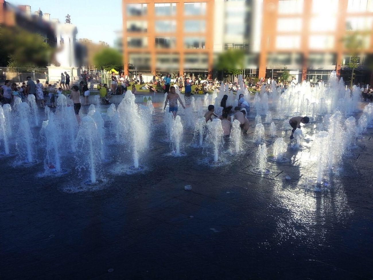 Fountian Summertime Manchester UK PeopleHavingFun No Trolls Allowed Summergefühle
