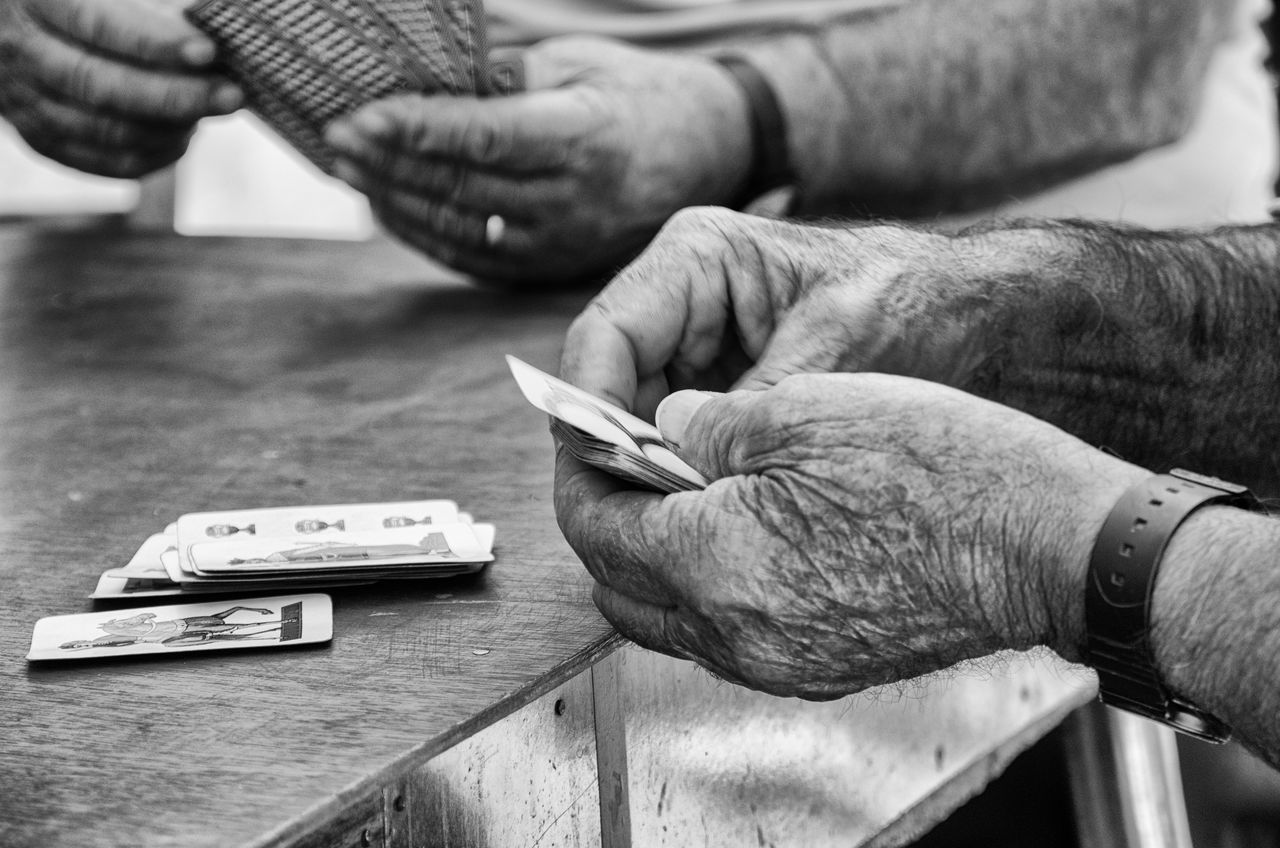 Black & White Black And White Black And White Photography Black&white Blackandwhite Blackandwhite Photography Detail Hands Human Body Part Human Hand Old Hands Old Man Players Playing Hand At Work Hands At Work Capture The Moment
