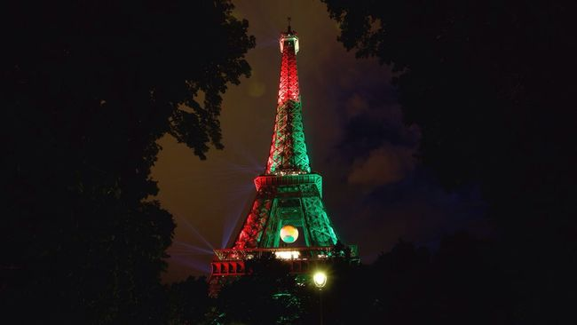 The Eiffel Tower adorned with the colours of the winning team Portugal, Euro 2016. Football Euro 2016 Portugal Winners Paris France Travel Eiffel Tower Winners !