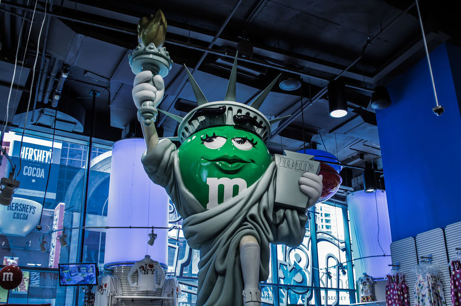 Sculpture Statue No People Day Nikon Photography City Life New York City Life M&M Store M&m's Mahnattan Colour Of Life America New York City Scenics Beauty Indoors  Nikonphotography Statue Moments Multi Colored Outdoors Highway Nikon Blue Green And Blue