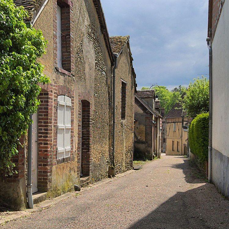 Villierssaintbenoit Puisaye Yonnetourisme Yonne igersbourgogne architecturerurale bourgogne grainedenature