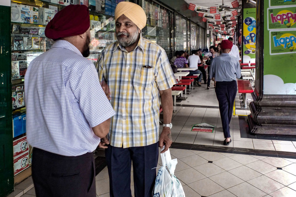 Men Adult People Outdoors Day Singapore Little India Senior Adult Talking Friends Meeting Street Photography Streetphotography Streetphoto_color Streetlife Street Life Everybodystreet Fujifilm X10