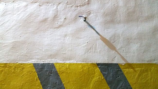 Abstract Artistic Expression Artistic Photography Minimalobsession Light And Shadow Artistic Photo Abstractart Minimal Lineart Minimalism Linea Metal Wall - Building Feature Wall Yellow And White Tap Taps No Water Rare Rare Beauty Subreal Shadow Shadows & Lights Shadow-art Dry