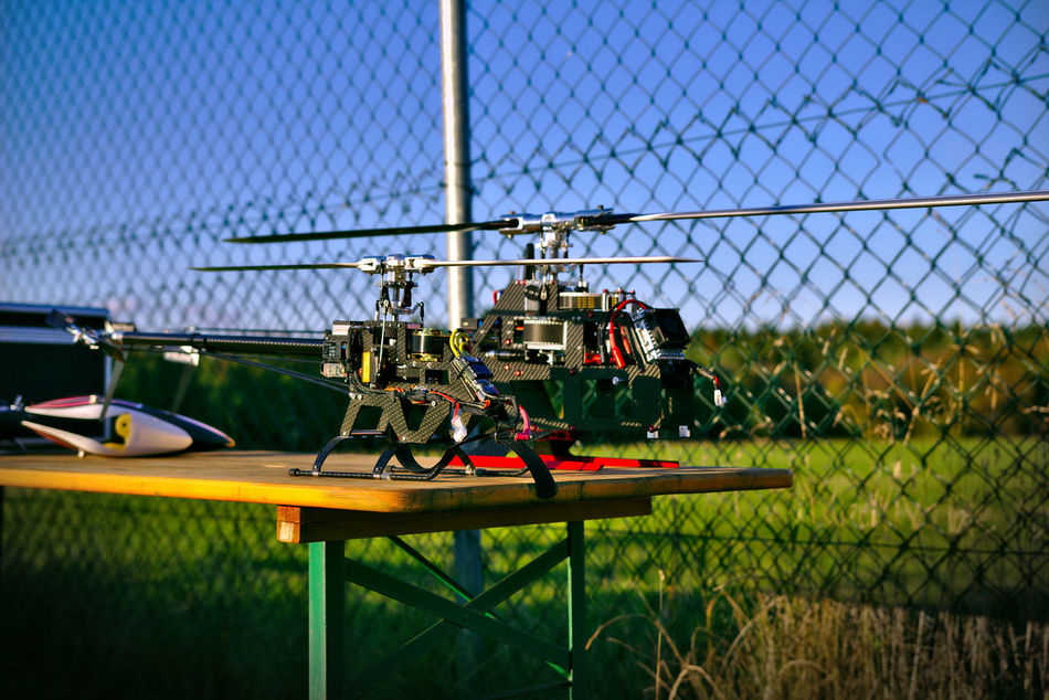 Modellhelicopter Airfield Airflight Carbon Close-up Day Fence Heli Modellbau  Modellhelicopter No People Outdoors Radicontrolled Rchelicopter Sky Technology