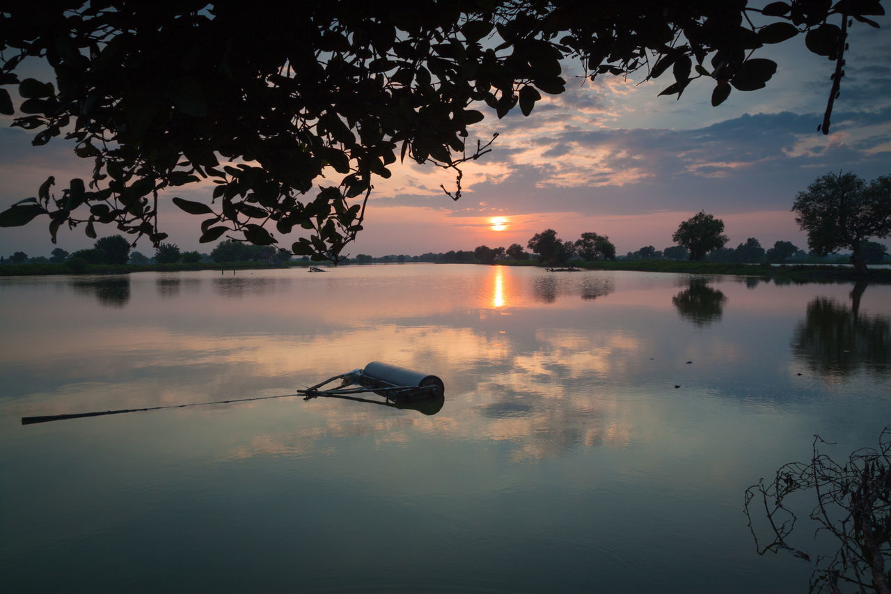 Morning show Water Reflections Morning Sunrise Morning Glory Morning Glow Morning View Morning Morning Light Sunrise Nature Sky Beauty In Nature Outdoors Cloud - Sky Water Lake Reflection
