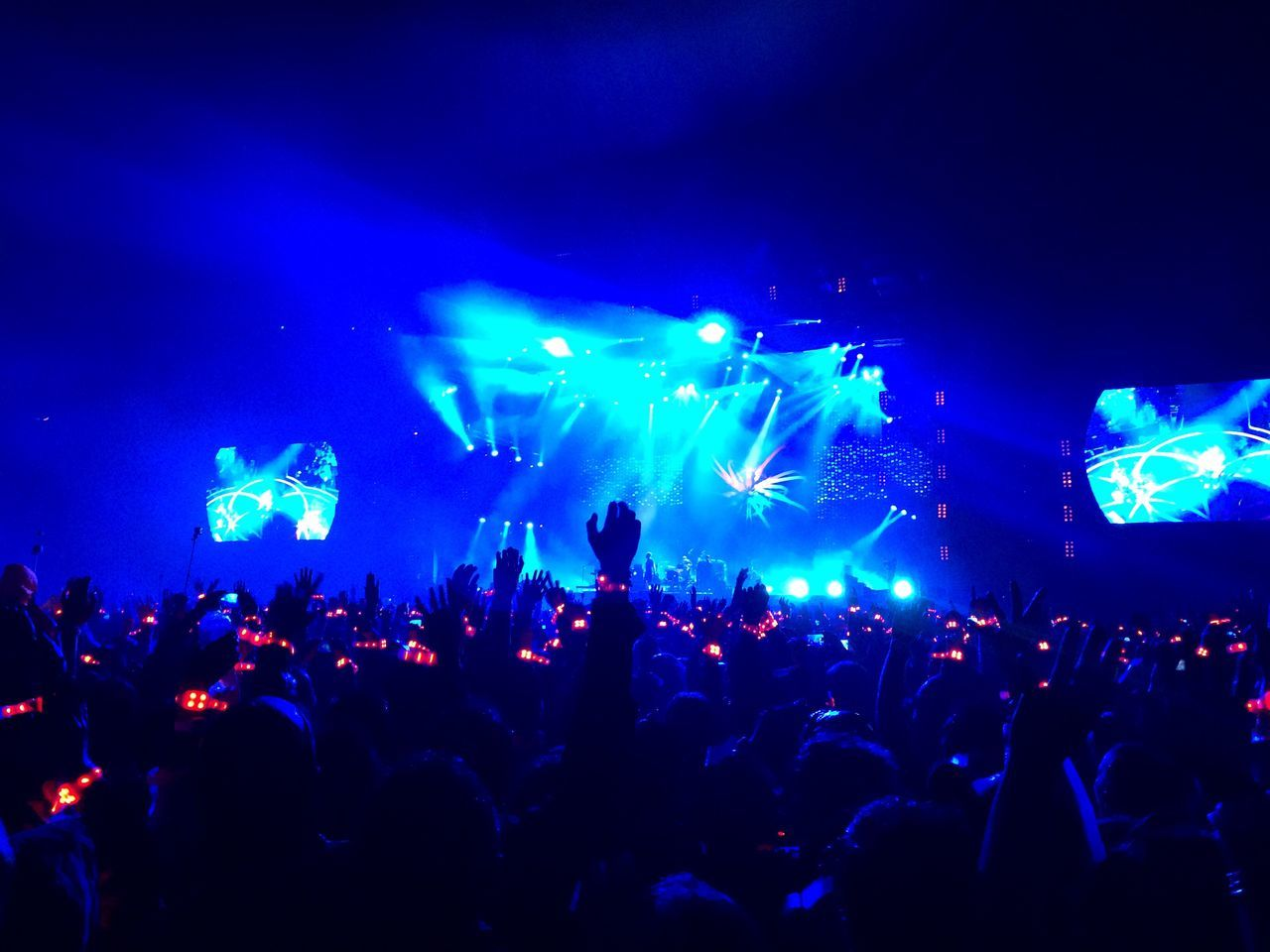 Large Group Of People Arts Culture And Entertainment Night Music Festival Crowd Blue Event Music Real People Audience Popular Music Concert Nightlife Enjoyment Stage Light Illuminated Fun Performance Men Leisure Activity Stage - Performance Space Coldplay Coldplay Concert  ColdplayArgentina2016