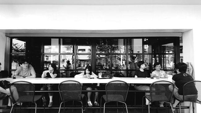 這裡是高雄,有咖啡,有甜食,有懂的放鬆、享受的人。Afternoon Tea Time Enjoying Life Take Photos Take A Break What A Wonderful World Enjoying The Moment People Together Coffee Shop Street Photography Blackandwhite Internet Addiction Monochrome Photography