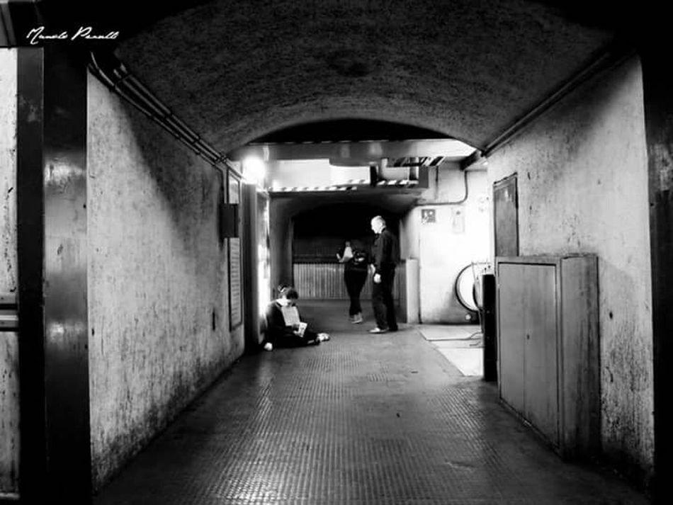 Manolo Perulli Fotografie Streetphotography Black And White Street Life Rome Italy Street Photography Urban Life