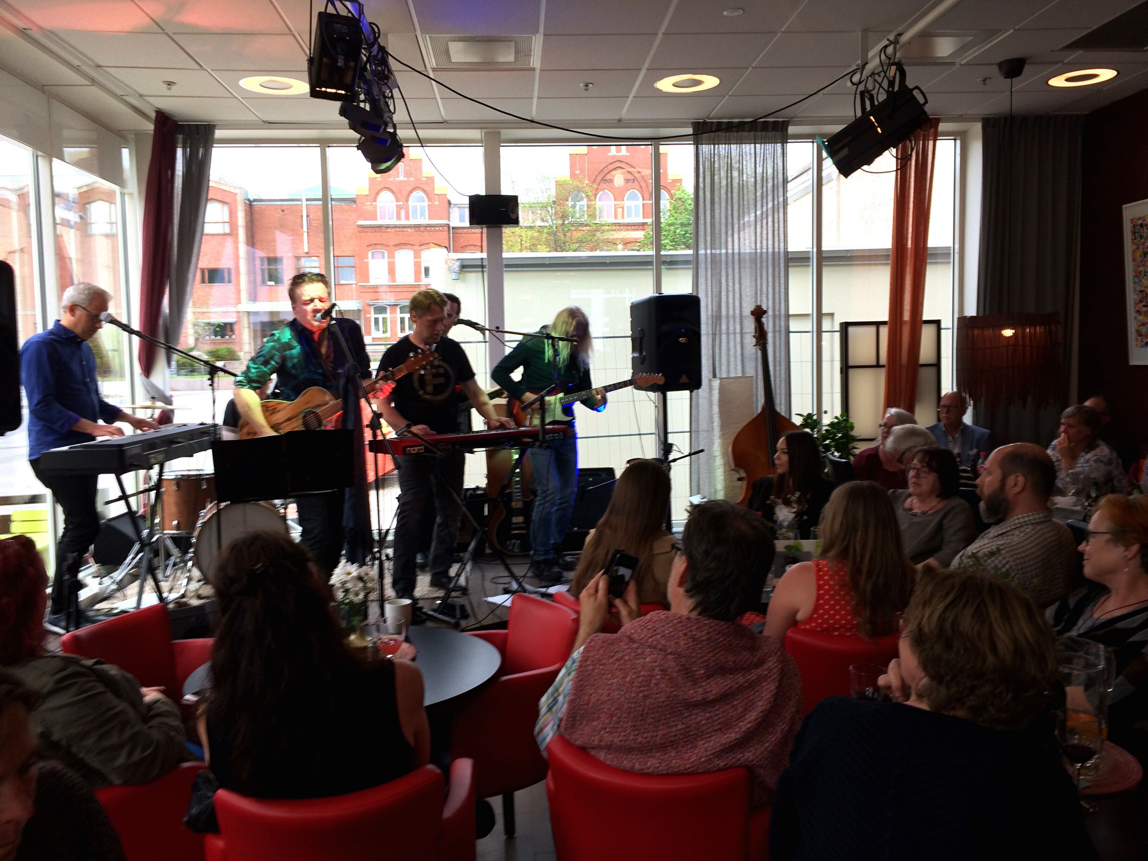 It's a good day to die. Large Group Of People Indoors  Real People Community People Adult Musician Day Live Music Christer Grandin Bluespoeterna Concert