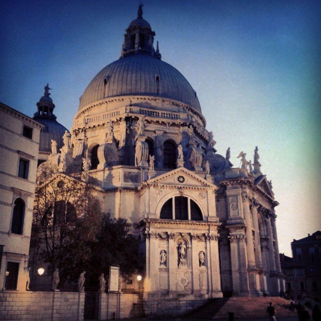 Ci sono posti che rivedresti all'infinito SantaMariadellaSalute Venice Zattere Evening architecture art