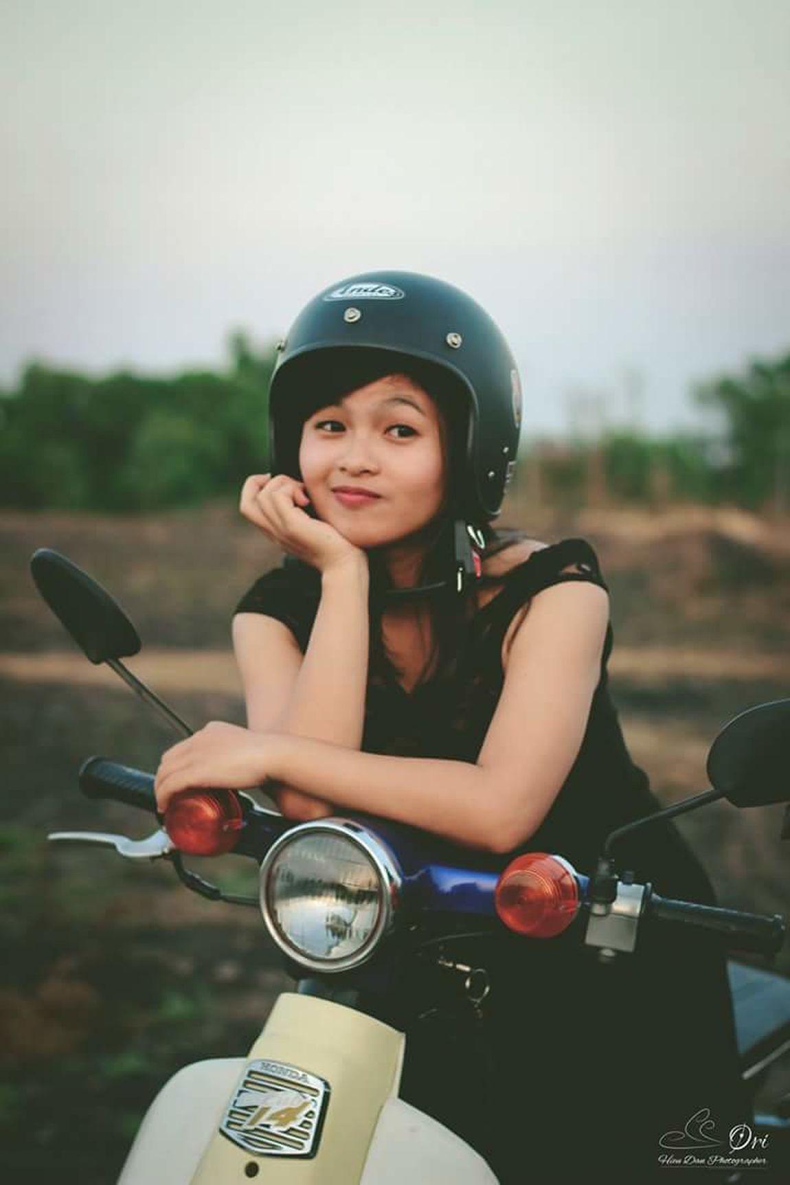 Helmet ! Lovely girl. Portrait Of A Girl Eye4photography  Eyeem Market Vietnamesegirl Lovely Photographer Vietnamphotography Beautiful Girl Cup50 Helmet Portrait Saigon Hcmcity Vietnamese Vietnam
