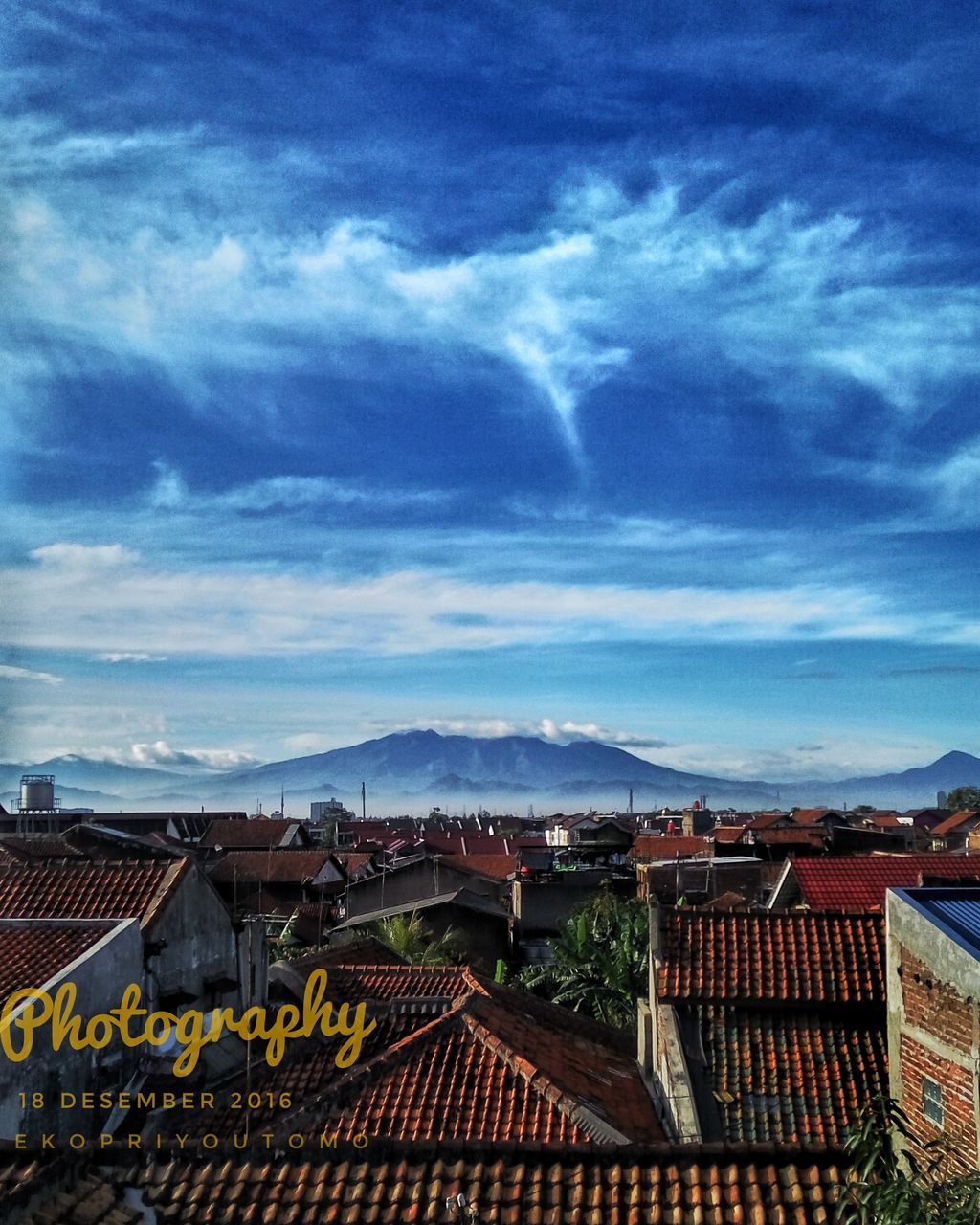 architecture, roof, house, building exterior, built structure, sky, town, mountain, residential building, no people, outdoors, day, community, cityscape, tiled roof, city