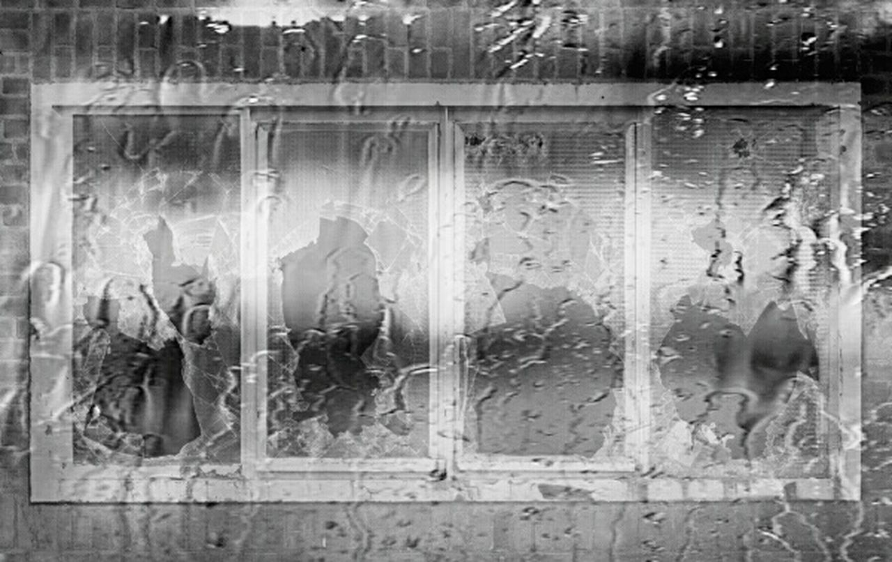 Ventana Ventanas Rotas Edificio Abandonado Edificios Y Fachadas Lluvia Llueve Cristal Broken Glass Broken Blackandwhite Blancoynegro Blackandwhite Photography Blanco & Negro  Blackandwhitephotography Black And White Collection  Blanco Y Negro Black & White Black And White Photography Black&white Black And White
