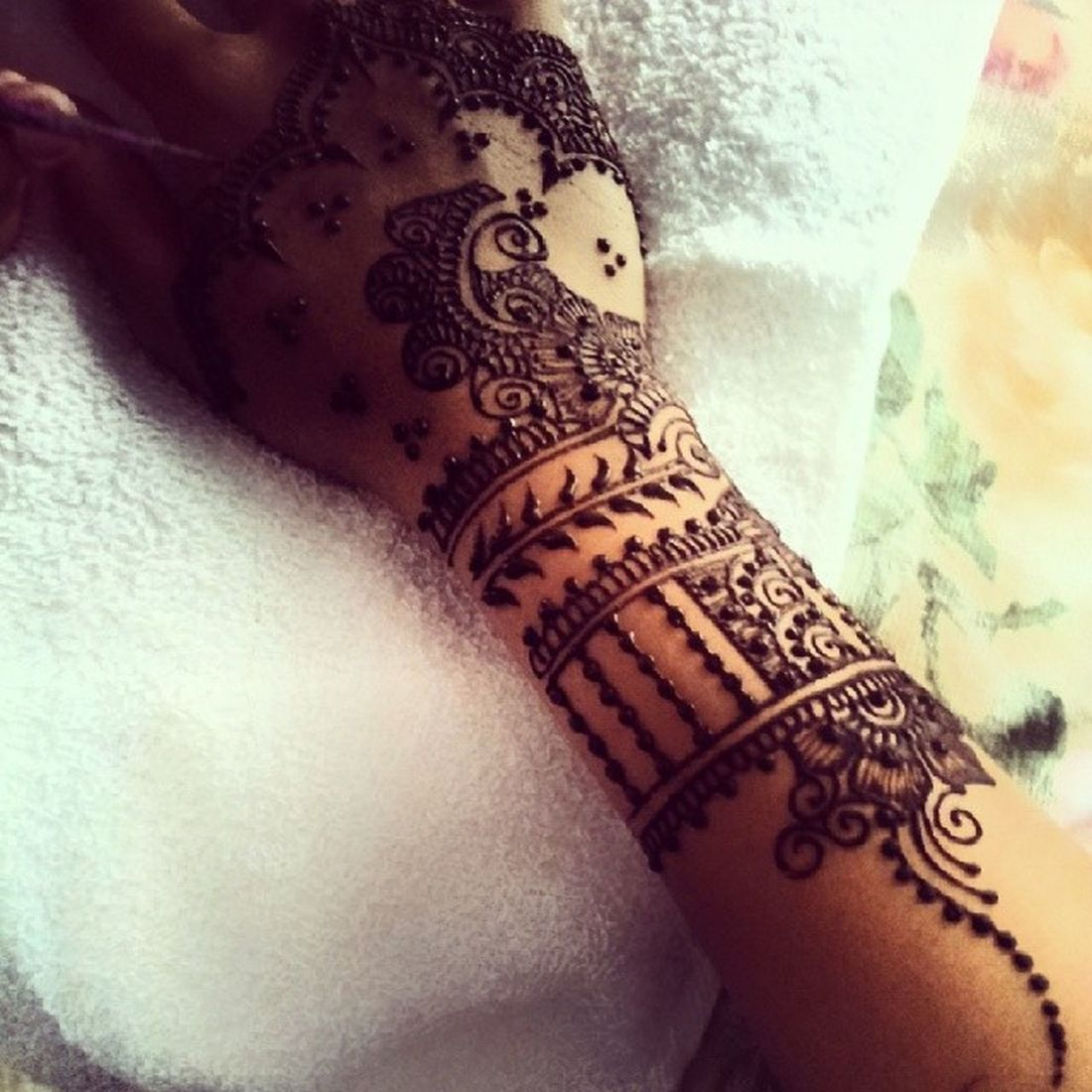 Cousin @isabella_heaven_henna at work! Love it! Henna Hennastain Inai Bridal s&kwedding