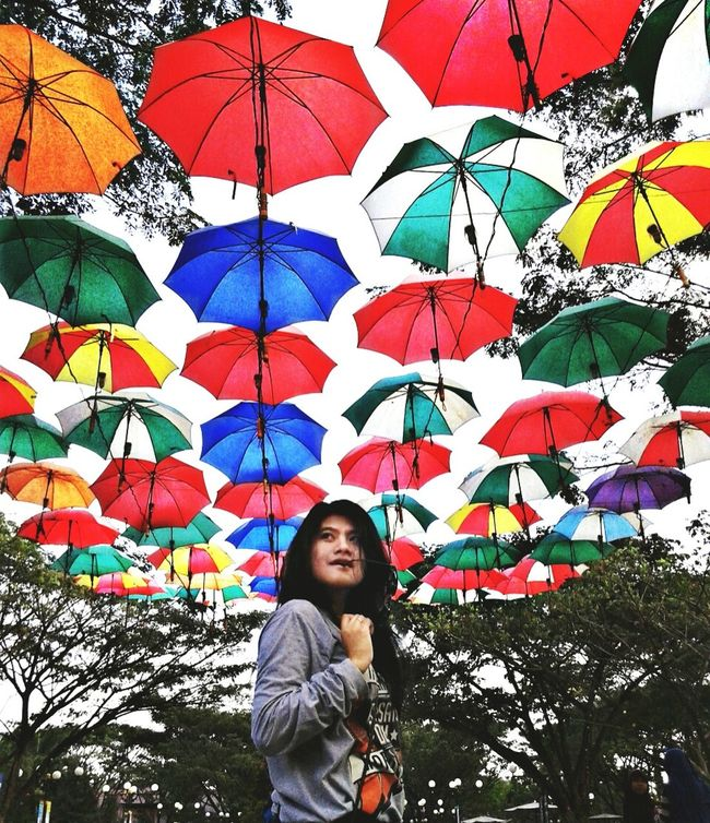 Under my umbrella, ella 🎤🌂Niceshots Taking Photos Indonesian Girl Enjoying Life Nice Day Amazing Place Beautiful Place Umbrella Under My Umbrella