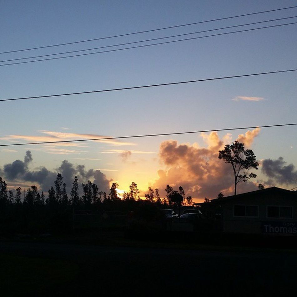 Aloha Kakahiaka, loving my morning view from the kids bus stop, have a blessed Wednesday everyone! Luckywelivehawaii Blessed  Sunrise Mahalokeakua Love_my_hawaii Appreciation Simple Things 808love