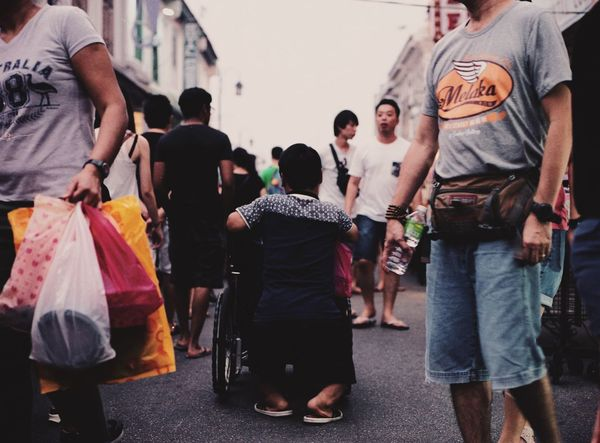Give way People Film Photography EyeEm Malaysia EyeEmMalaysia Streetphotography Filmisnotdead Film Believeinfilm