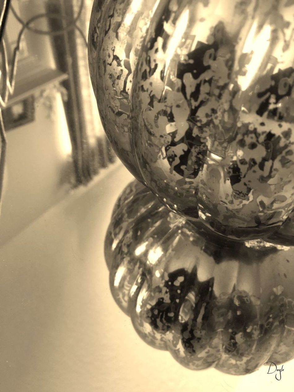 Close-up No People Indoors  Day Still Life Glass Decorative Art Photoinphoto Mirror Reflections Artinamirror Photography #photo #photos #pic #pics #tagsforlikes #picture #pictures #snapshot #art #beautiful #instagood #picoftheday #photooftheday #color #all_shots #exposure #composition #focus #capture #moment Artistic Art Is Everywhere Beautiful Colour Combination Vase Mirrored Tray