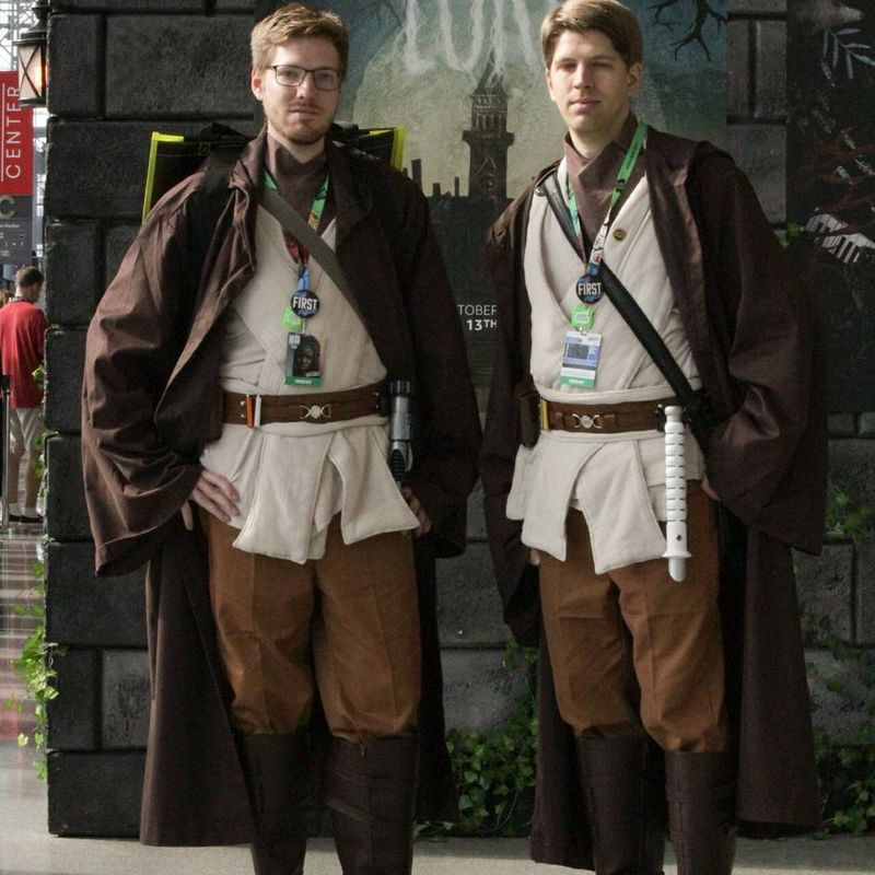Cosplayer Cosplay Cosplaying Star Wars Standing Adult Front View Two People