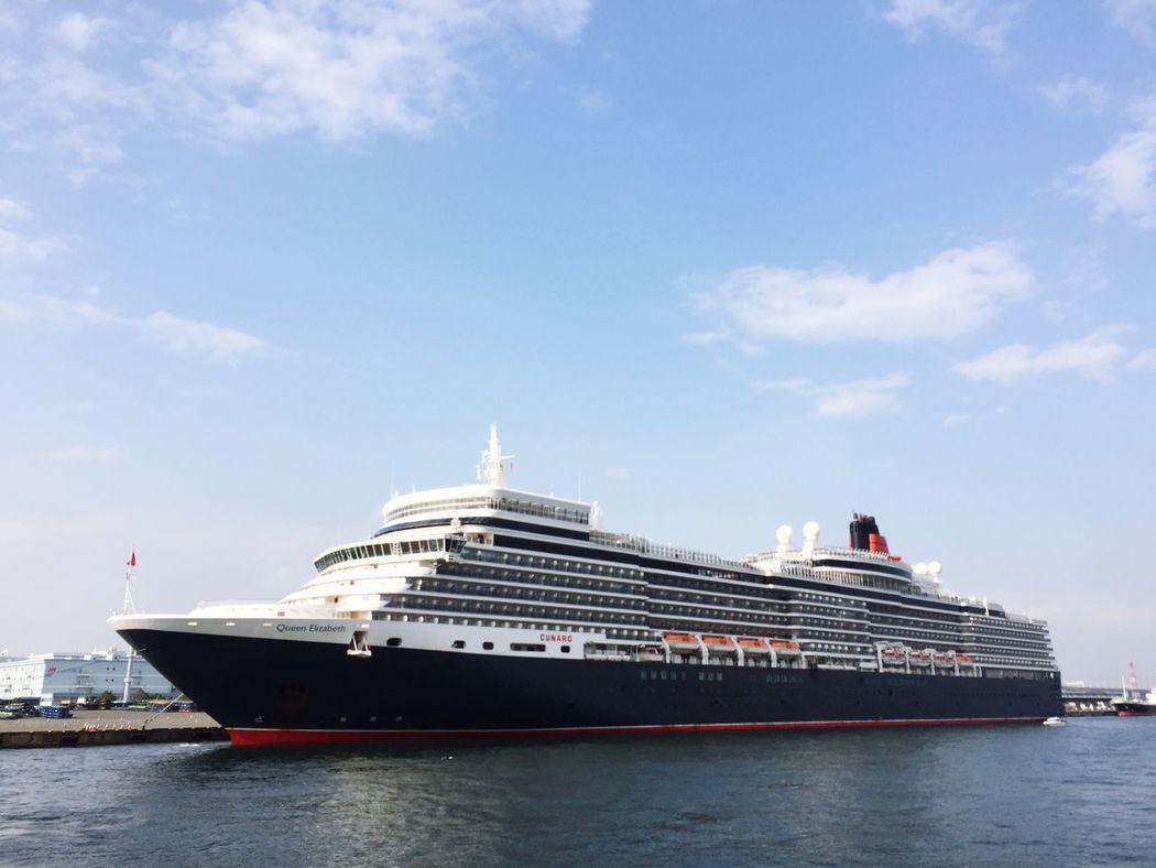 Queen Elizabeth  Cunard Cruise Ship Cruise Yokohama Daikoku