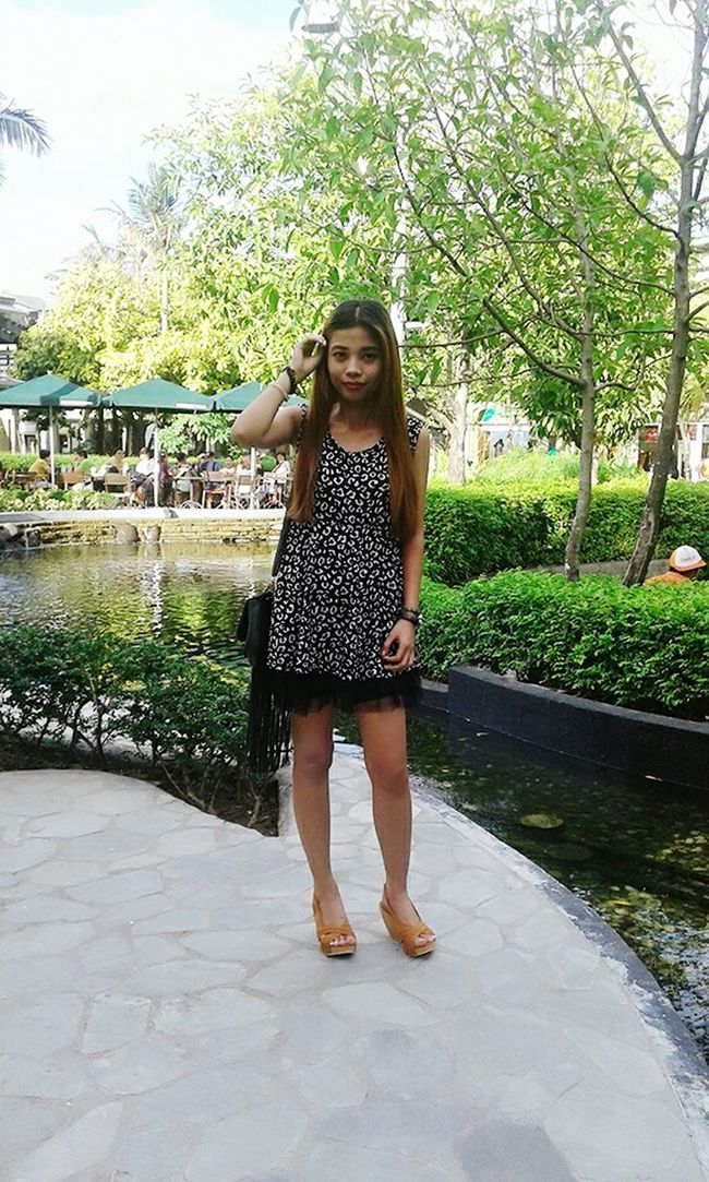Hello World That's Me Enjoying The Sun Hanging Out Peace And Quiet Peaceful View Beauty In Ordinary Things At The Mall Express Yourself ❤ Beauty In Nature Keeping It Classy Simplicity Me Time ♥ Ootd Animal Print Casual Look My Blog http://jennyfashionillustration.jimdo.com