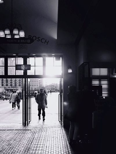 GoBackHome : Evening Light Against The Light Black & White People And Places. HUISTENBOSCH Station Real People Capture The Moment Snap a Stranger Walking Around Taking Pictures ハウステンボス 駅 JR Kyushu Sasebo city Nagasaki JAPAN Q typ116 50mm F/2.2 Testing Tesing, 1 2 3 de Good your time EyeEm mate. & thanks for Looking and Like 😊