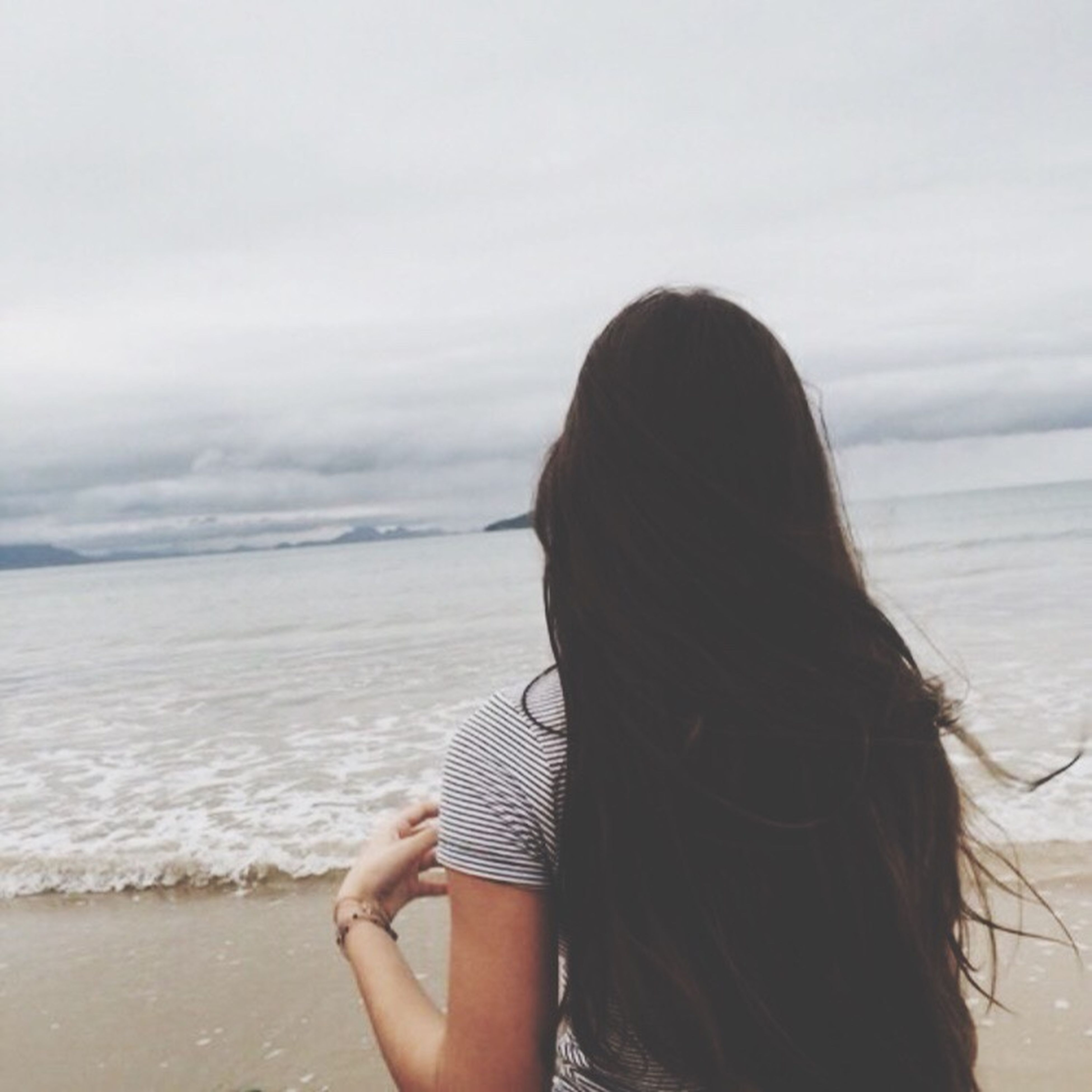 sea, beach, horizon over water, water, one person, real people, rear view, long hair, nature, sand, leisure activity, wave, lifestyles, day, outdoors, beauty in nature, vacations, women, scenics, sky, young adult, close-up, adult, people