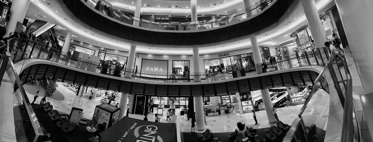 D i z z i n e s s I n B l a c k & W h i t e 😁 IPhoneography Iphonephotography EyeEm Best Shots EyeEm Best Edits Eye4photography  From My Point Of View Malephotographerofthemonth Architecture Architectural Design Indoors  Shopping Mall Modern Panoramic Photography Panoramic Panoramashot Architecture Built Structure Architectural Column Leisure Activity