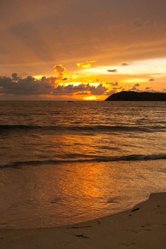 Sunset Malaysia Langkawi Orange Golden 43 Golden Moments Beach Seaside Sea Clouds Golden Hour My Favorite Place