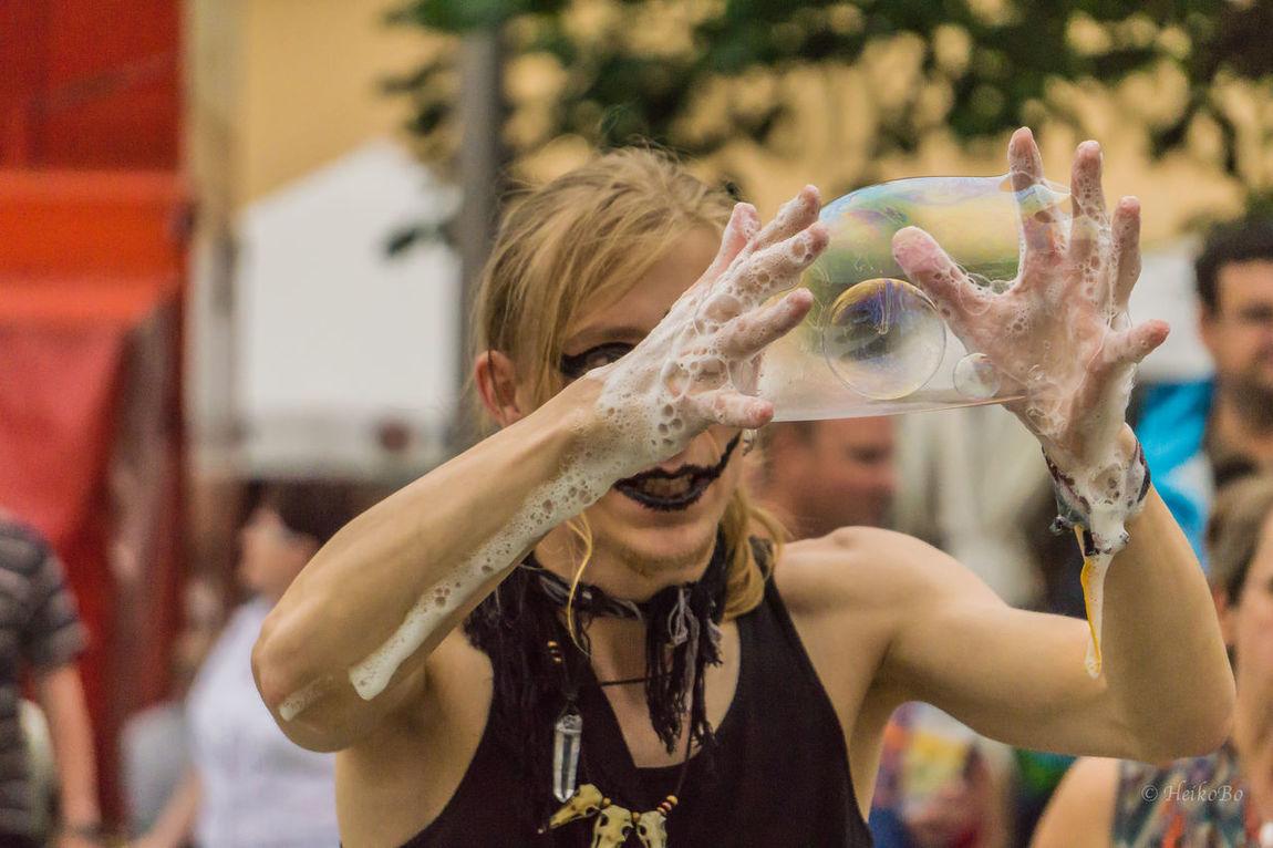 Straßenkünstler Seifenblasen Heikobo Rudolstadt A6000 Fotografie Foto Thuringen Rudolstadtfestival Seifenblasen Seifenblase Seifenblasen *-* Seifenblase ❤ 2016