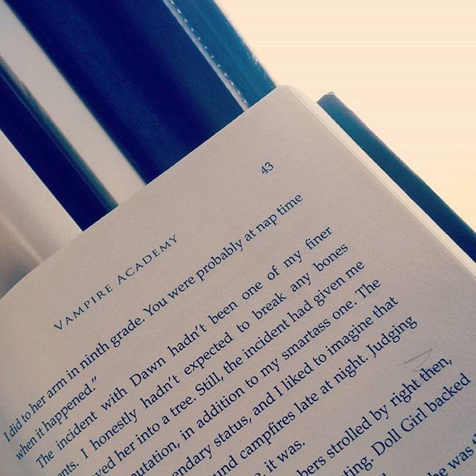 Good mornin Gorgeous Ppl <3 Morning Book Vampireacademy Onmywwytowork Funday