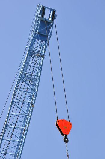 Technik Industrie Kran Haken Heben Last Crane Industry Sky Hook To Lift Load Transport Transportation Beladen Entladen Loading No People Clear Sky Sky Red