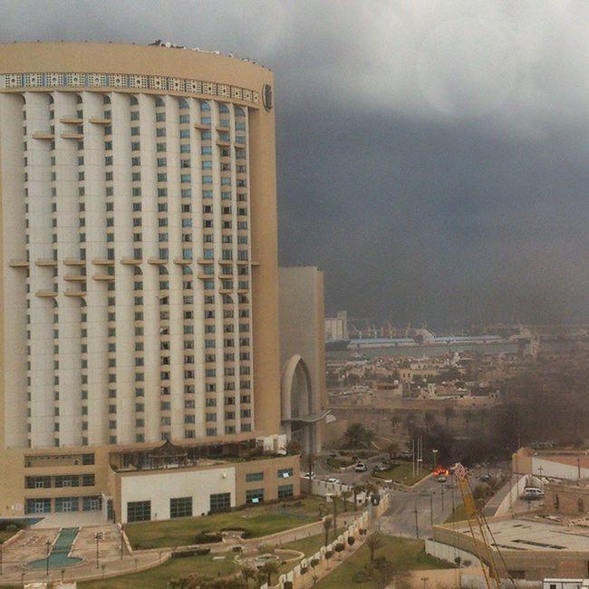 تفجير سياة امام فندق كورنتيا الان