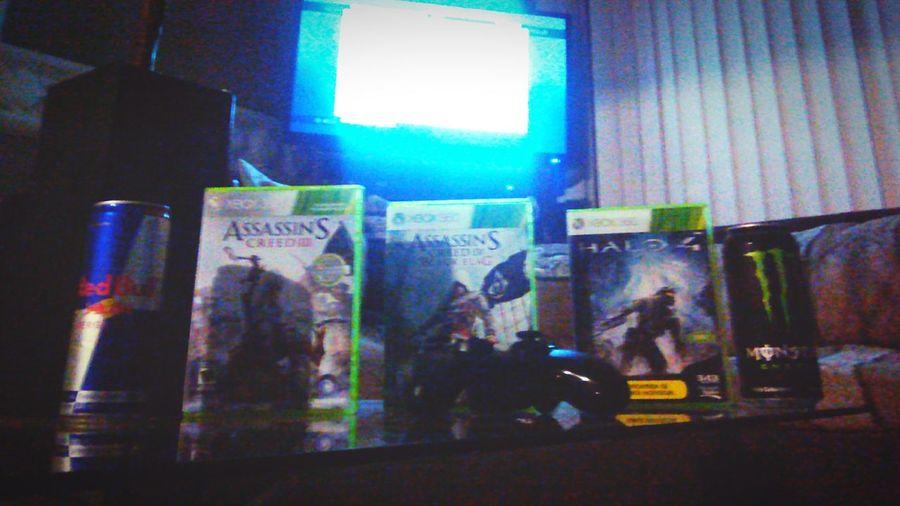 Hay que disfrutar lo bueno de la vida... Gaming #Halo4 Xbox360 RedBull Monster Energy First Eyeem Photo