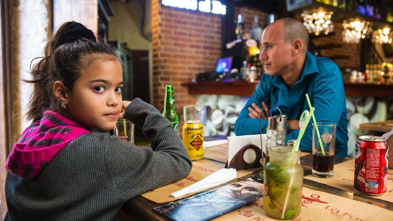 Daughter Restaurant Dinner Cuban Family girl Eating