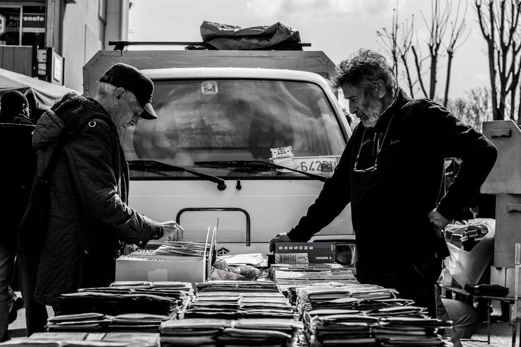 50mm Black & White Blackandwhite Photography Buyer Canonphotography PAY MEEEEEE $ People Photography Person Porta Portese Rear View Seller