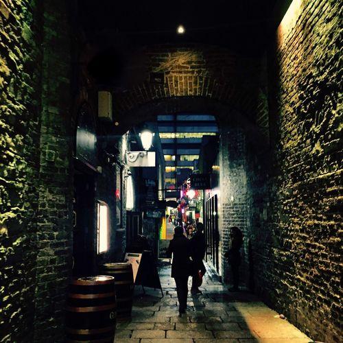 Illuminated Full Length Men Person Standing Lifestyles Walking Architecture Togetherness Footpath The Way Forward Dublin Templebar Nightlife Dublinnightlife Irish Guinness