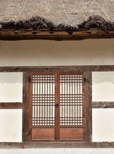 Traditional door / Korea . Architecture Built Structure Door Building Exterior Traditional Door Korea Tradition Korea Woodn Pattern EyeEmNewHere EyeEmNewHere