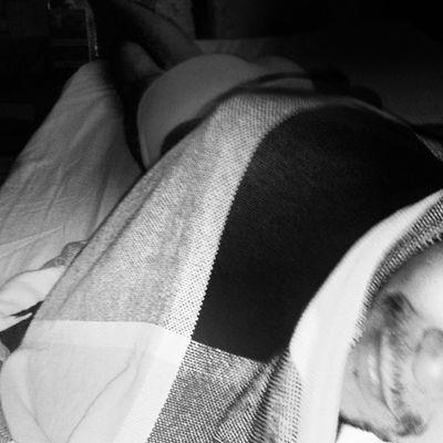 Blow blow blow me... Brincar de esconde-esconde debaixo dos lençóis, meu cantinho gostoso! Instatime House Confort Instamoments instalove instalife boy guy blowme show guisal88 myhouse