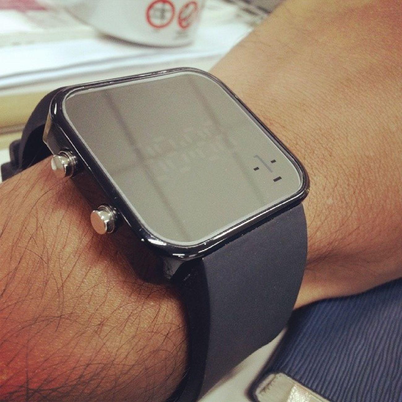 ifacewatch สั่งไปสอง ได้มาแค่หนึ่ง ลืมอ่านเมล์ เค้าเมล์มาสีชมพูหมดให้เปลี่ยนสี อีกเรือนรออีกแปป เด๋วคงมา ifacewatch
