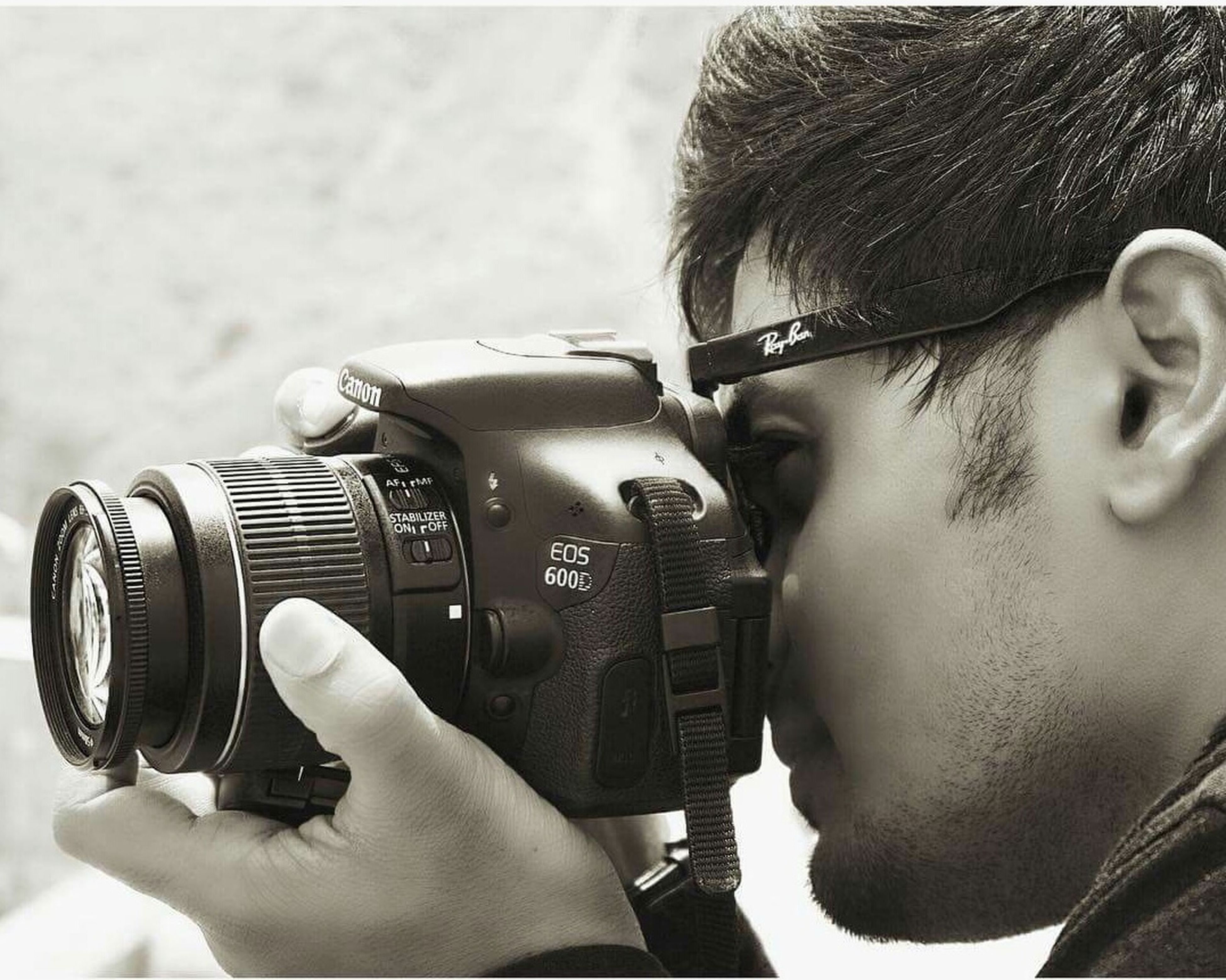 photography themes, real people, camera - photographic equipment, photographing, leisure activity, one person, photographer, technology, holding, lifestyles, retro styled, headshot, digital single-lens reflex camera, childhood, outdoors, day, slr camera, close-up, eyeglasses, young adult, movie camera, human hand, people