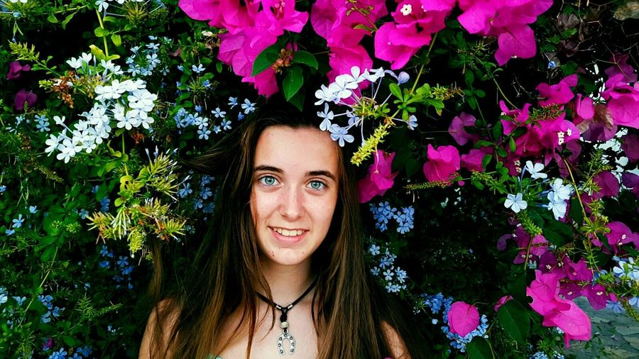 🌸Rincones que te alegran la vista y te llenan el alma🌸 SalobreñaFlower Young Adult Portrait Looking At Camera Front View Tree Freshness Young Women Headshot Park - Man Made Space Person Leaf Leisure Activity Long Hair Growth Lifestyles Season  Green Color Beauty In Nature Plant First Eyeem Photo