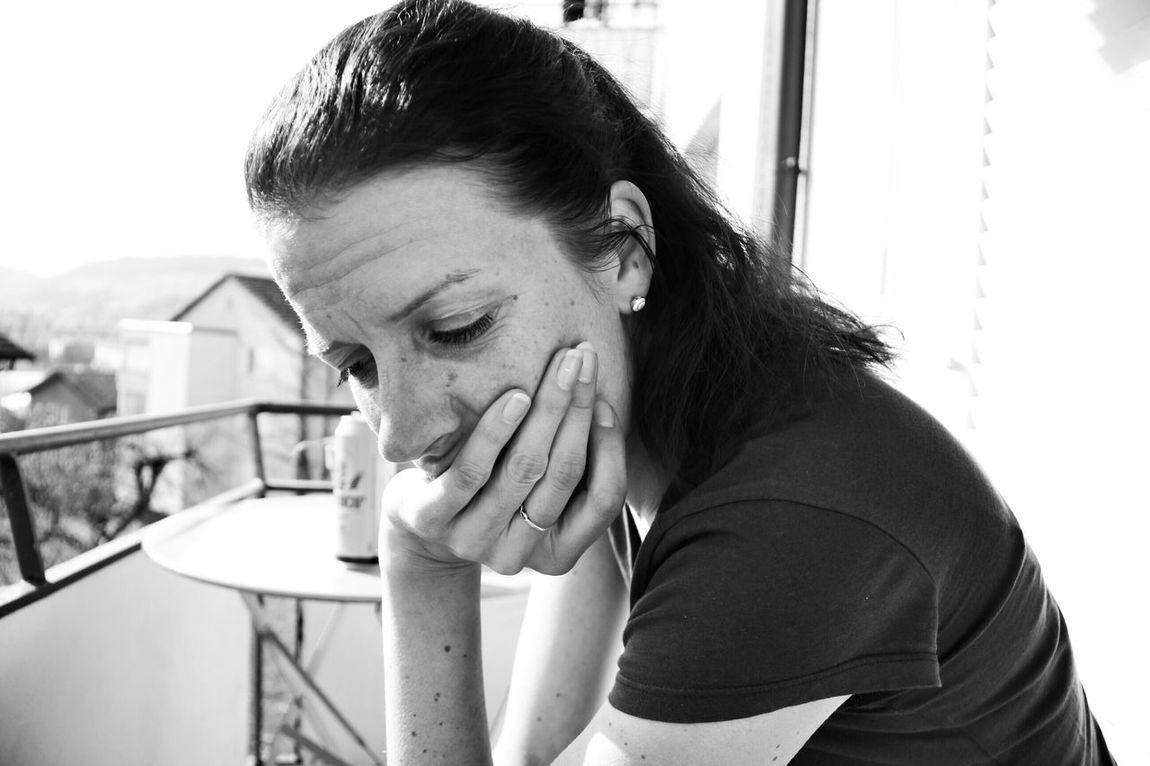 Schwarz & Weiß Blackandwhite Lostinthought Sadness Portrait Portrait Of A Friend Reallife Untold Stories