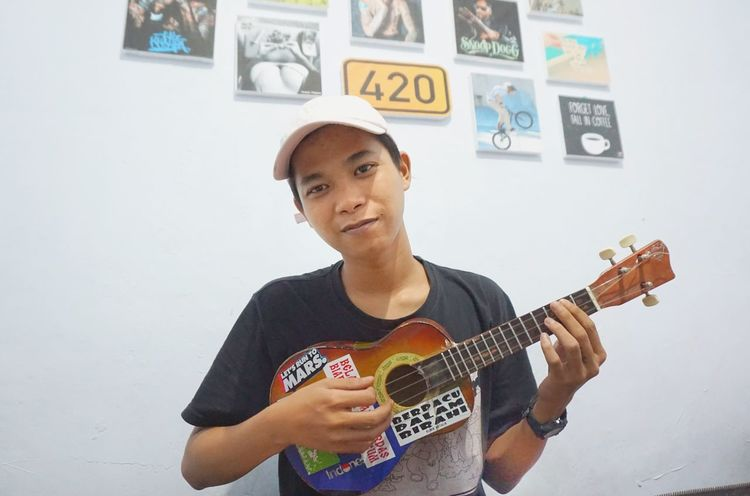 Lets play. Music Guitar Musical Instrument Arts Culture And Entertainment Playing One Man Only Musician